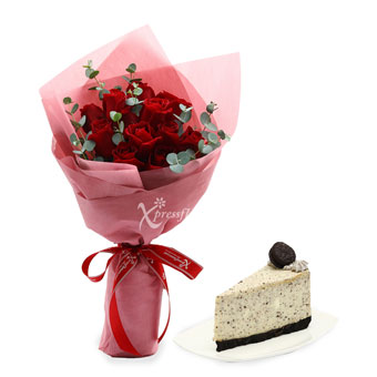 Delectable Hearts (12 red roses with Twenty Grammes slice cake)