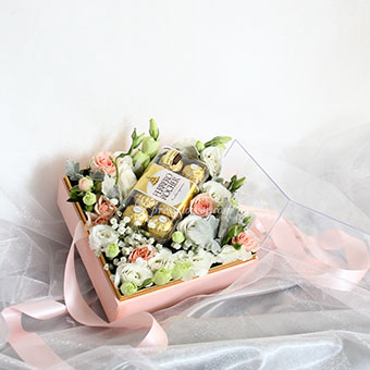 Sincerely Yours (Pink Rose Sprays with 16 Ferrero Rocher chocolates)