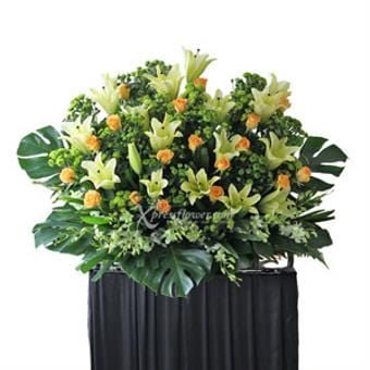 Unfading Will (Funeral Condolence Flower Wreath)