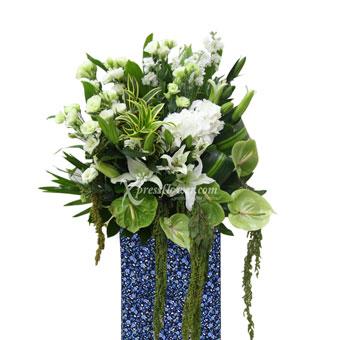 Saccharine Stand (Premium Funeral Condolence Flower Wreath)