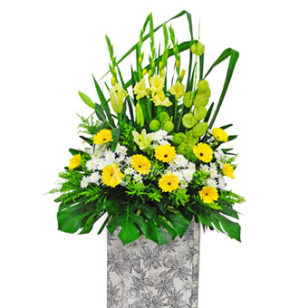 Always be Remembered (Premium Funeral Condolence Flower Wreath)