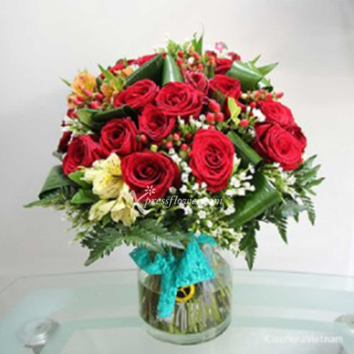 IDVN1804 RED ROSES & SEASONAL FLOWERS IN VASE (VN)