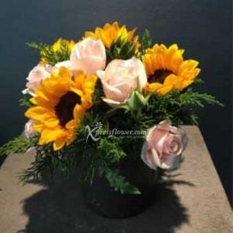 SEASONAL FLOWERS IN VASE (VN)