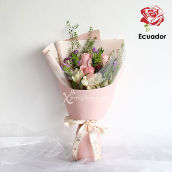 Tender Blush (3 stalks Premium Ecuador Light Pink Roses)