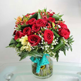 RED ROSES & SEASONAL FLOWERS IN VASE (VN)